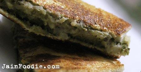 Jain Kela Bhaji Toast Sandwich